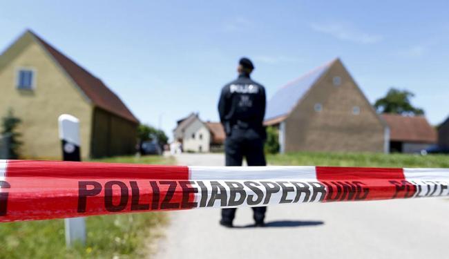 O atirador foi amarrado por funcionários de um posto de combustível a 35 Km da cena do crime - Foto: Ag. Reuters