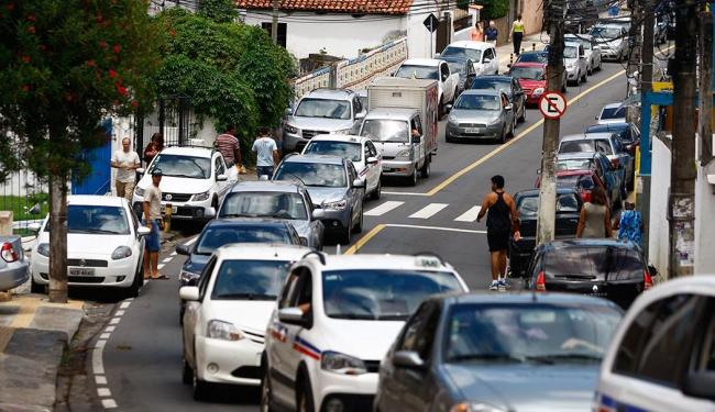 A rua terá só uma faixa para o tráfego de veículos com direção a avenida Vasco da Gama - Foto: Fernando Vivas | Ag. A TARDE