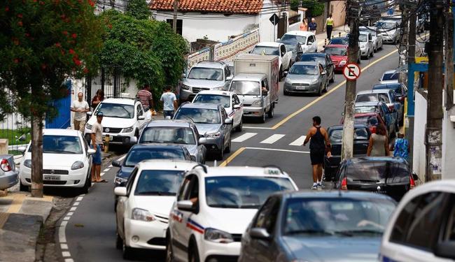 Implantação de uma rede subterrânea de gasoduto interdita a via pelo segundo final de semana - Foto: Fernando Vivas | Ag. A TARDE