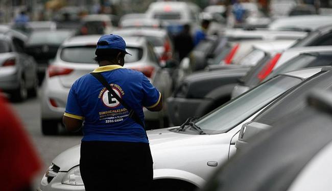 Prefeitura quer aumentar de 12 mil para 50 mil o número de vagas nas áreas de Zona Azul - Foto: Raul Spinassé | Ag. A TARDE