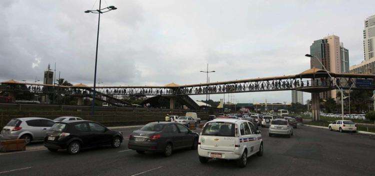 Esse é o segundo crime nesta passarela em dois dias - Foto: Mila Cordeiro | Ag. A TARDE l 10.06.2013