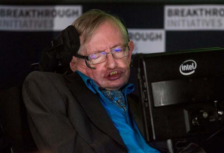 Astrofísico morreu nesta terça, por complicações da esclerose lateral amiotrófica - Foto: Agência Reuters