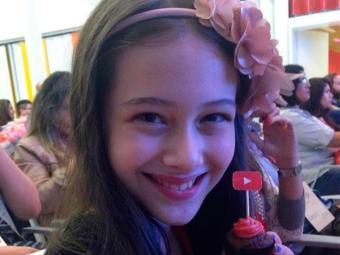 Júlia posta vídeos sobre brinquedos e sua vida - Foto: Reprodução | Facebook