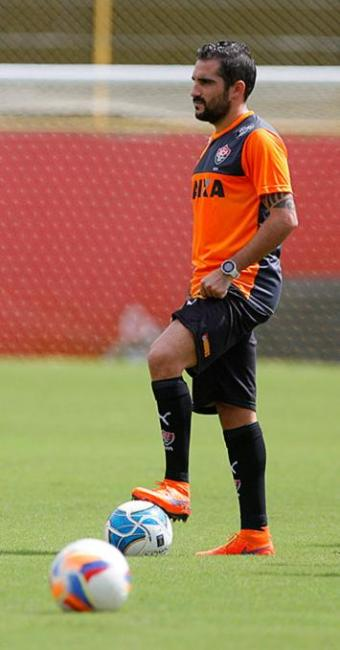 Escudero observa com atenção seus companheiros de time - Foto: Joá Souza   Ag. A TARDE