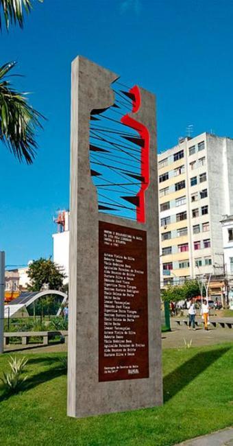 Obra do artista plástico Ray Viana traz nomes como o de Marighella e o de Lamarca - Foto: Divulgação