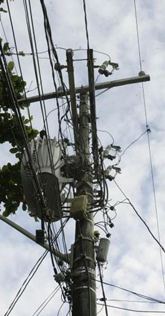 Corrosão comprometeu a estrutura do poste - Foto: Margarida Neide l Ag. A TARDE