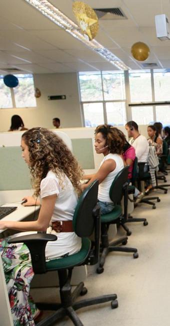Entre as vagas ofertadas nesta segunda-feira, 900 são para operador de telemarketing - Foto: Mila Cordeiro | Ag. A TARDE