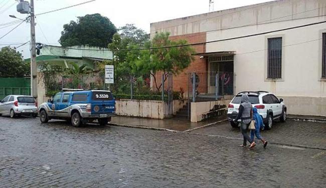 Criminosos invadiram Fórum Jorge Calmon pelo telhado - Foto: Reprodução | Site Giro em Ipiaú