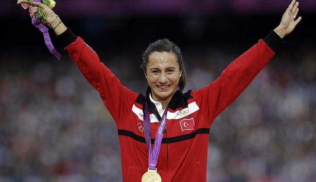 A atleta divulgou comunicado anunciando que aceita a perda da medalhaa - Foto: Matt Slocum   AP Photo   11.08.2012
