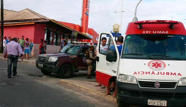 Samu atendeu mulher que ficou ferida ao tentar escapar do tiroteio - Foto: Joá Souza | Ag. A TARDE