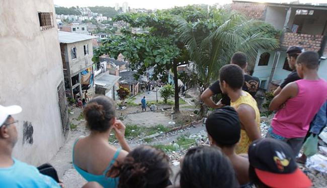 Assassinato ocorreu na R. Lua Nova, na localidade do Buracão, em Tancredo Neves - Foto: Fernando Amorim l Ag. A TARDE