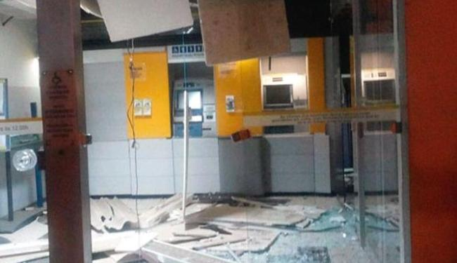 A agência ficou completamente destruída após a explosão - Foto: Reprodução | /Blog Marcos Frahm