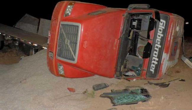 O motorista da carreta fugiu após o acidente; há suspeita que ele estaria embriagado - Foto: Reprodução | Blog do Braga