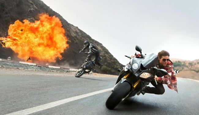 Cruise pilota moto BMW S 1000 RR - Foto: Reprodução