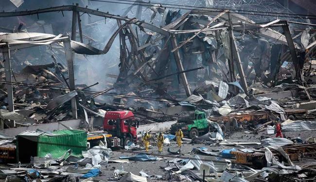 Equipes de resgate vão a local das explosões - Foto: Agência Reuters