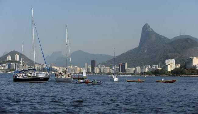 Pesquisador monitora poluentes nos organismos de animais que vivem na baía - Foto: Tomaz Silva   Agência Brasil