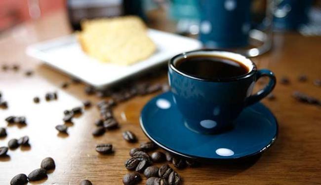 Tomar café ajudar a sobrevivência de câncer no intestino - Foto: Raul Spinassé   Ag. A TARDE