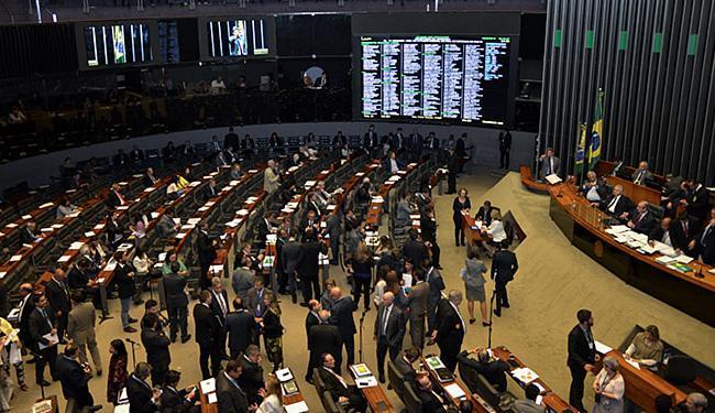 O texto, que agora segue para o Senado, foi colocado em votação ainda sem consenso - Foto: Valter Campanato l Agência Brasil