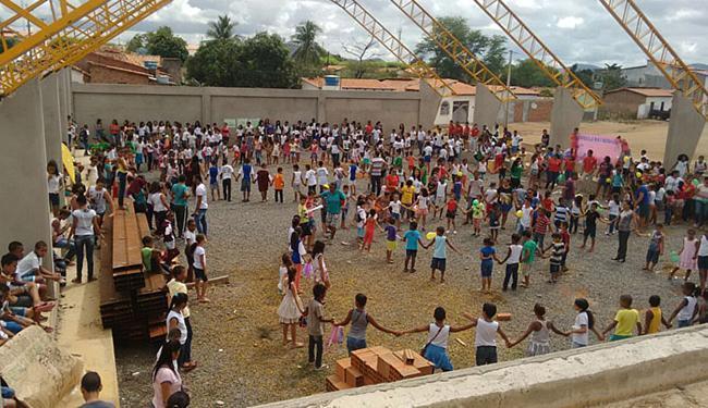 Alunos e a comunidade participaram de ato no município de Marcionílio Souza - Foto: Tatá Duarte l Divulgação