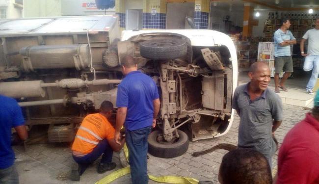 O acidente aconteceu por volta das 13h30 - Foto: Juracy dos Anjos | Ag. A TARDE | 12.08.2015