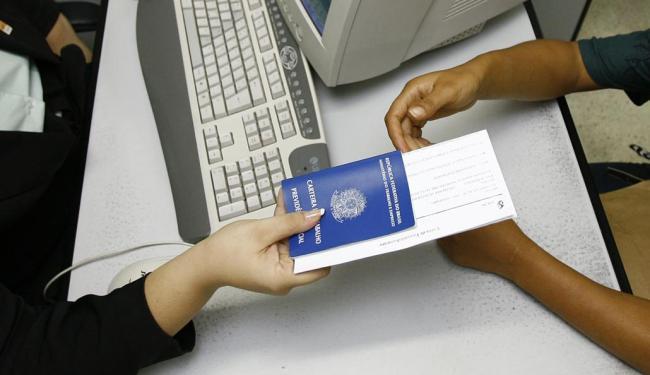 Não é preciso ter experiência para concorrer às 900 vagas para operador de telemarketing - Foto: Fernando Amorim | Ag. A TARDE