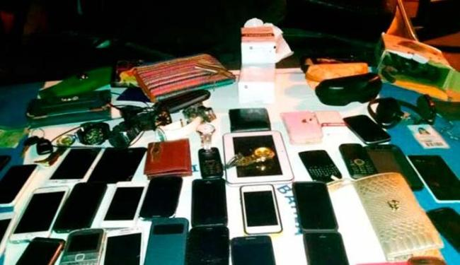 Objetos recuperados de clientes assaltados no Stiep - Foto: Divulgação | PM