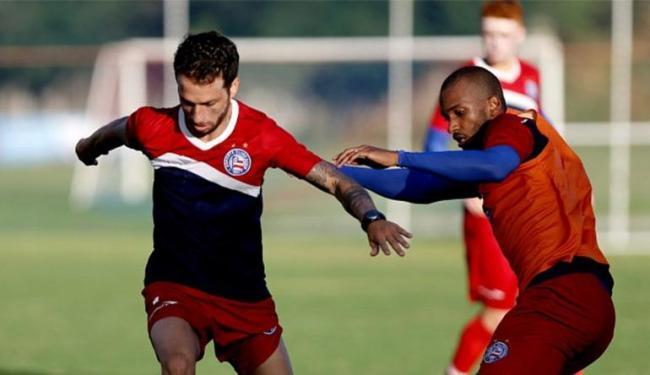 Recém contratado, Cicinho (E) treinou entre os titulares - Foto: | Ag. A TARDE