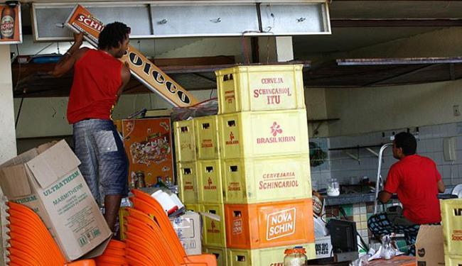 Os boxes do mercado funcionaram até o último domingo e os comerciantes tiveram de deixar os espaços - Foto: Marco Aurélio Martins l Ag. A TARDE l 03.08.2015