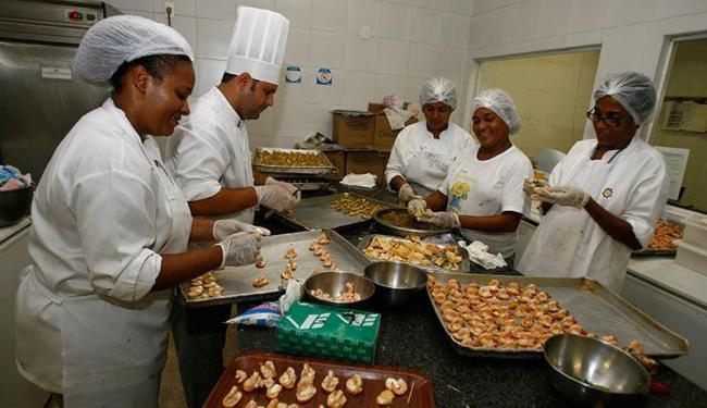 Entre as oportunidades para Salvador, três são para cozinheiro geral - Foto: Luciano da Matta   Ag. A TARDE