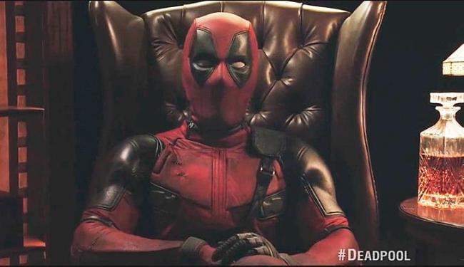 Deadpool aparece convidando os fãs da Marvel para assistir o trailer de seu filme - Foto: Reprodução