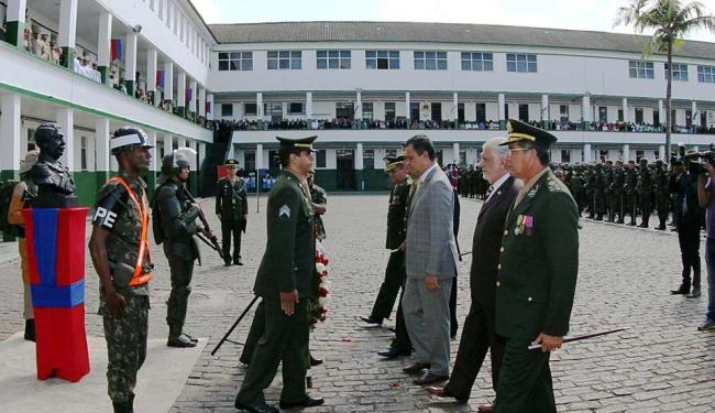 O ministro da Defesa e o governador participaram da solenidade no 19º BC - Foto: Manu Dias | Gov/BA | Divulgação