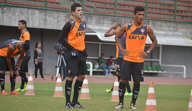 Laterais Diego Renan e Diogo Mateus são raros titulares garantidos nesta terça-feira - Foto: Francisco Galvão l EC Vitória l Divulgação