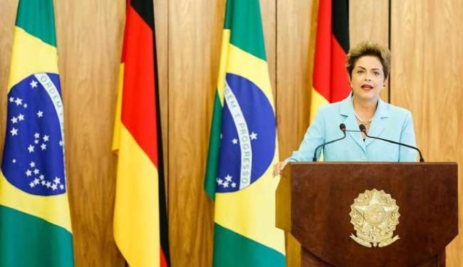 Dilma prevê que Brasil fique em recessão por