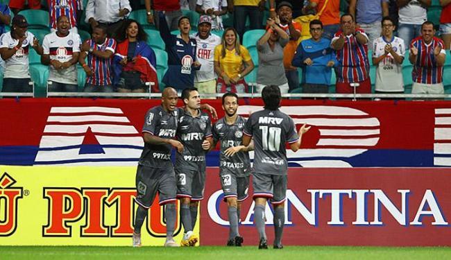Jogadores comemoram com Eduardo o terceiro gol do Bahia - Foto: Eduardo Martins l Ag. A TARDE