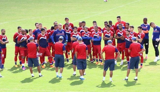 O técnico Sergio Soares conversou com os jogadores e deu orientações antes do treino - Foto: Divulgação   E.C. Bahia