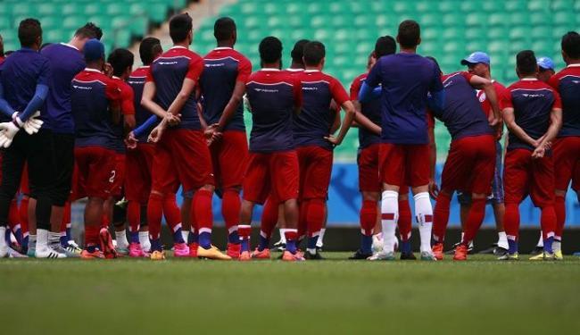 Sérgio Soares conversou com os jogadores antes do treino - Foto: Fernando Amorim   Ag. A TARDE