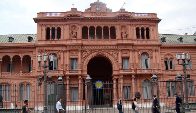 Candidatos à vaga de Cristina Kirchner na Casa Rosada (foto) disputam a preferência dos eleitores - Foto: Thaís Seixas | Ag. A TARDE