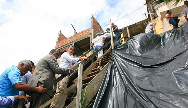 Costa prometeu 'sono tranquilo' aos que residem ao longo dos 477 m da encosta - Foto: Edilson Lima l Ag. A TARDE