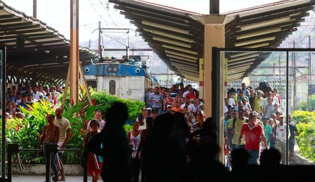 Os trens do subúrbio da capital baiana serão trocados por VLT - Foto: Edilson Lima | Ag. A TARDE