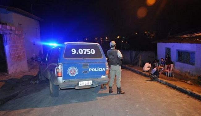 O corpo do homem foi encontrado em uma rua próxima ao bar onde ele agrediu as duas mulheres - Foto: Radar64.com