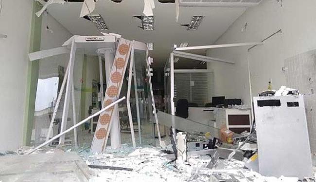 Agência do Sicoob em Jaguaquara ficou destruída - Foto: Reprodução | Blog Marcos Frahm
