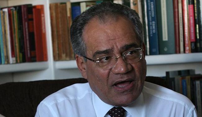 Fernando Santana, jurista: 'Vive-se a deformação de um sistema garantista' - Foto: Arquivo l Ag. A TARDE l 27.8.2007