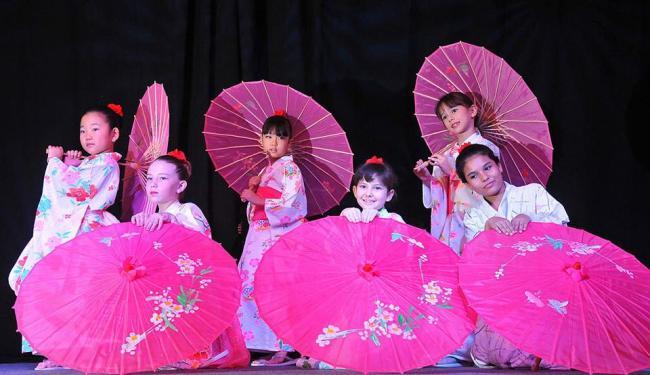 Alunas da escola de língua japonesa em Salvador em apresentação no festival no ano passado - Foto: Fábio Barbosa | Divulgação
