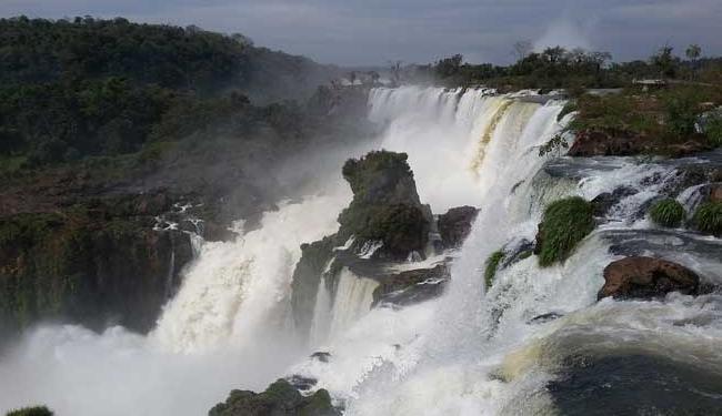Antes procurada por sacoleiros, Foz do Iguaçu é hoje um destino ecoturístico - Foto: Regina Bochicchio / Ag. A TARDE