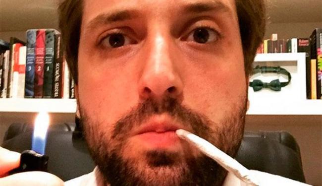 O ator posotu uma imagem em que aparece com um suposto cigarro de maconha - Foto: Reprodução | Instagram