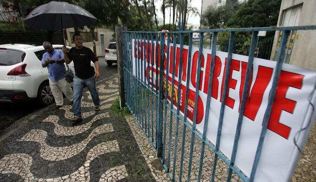 Greve dos servidores do INSS já dura quase dois meses em todo o País - Foto: Raul Spinassé | Ag. A TARDE