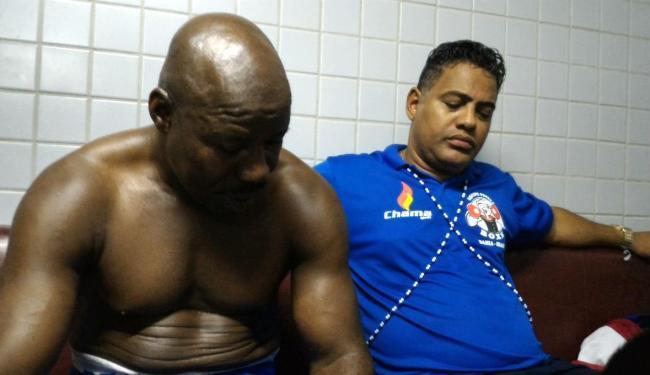 No lado do vestiário de Hollyfield, clima era de profunda irritação com o árbitro - Foto: Vitor Villar | Ag. A TARDE