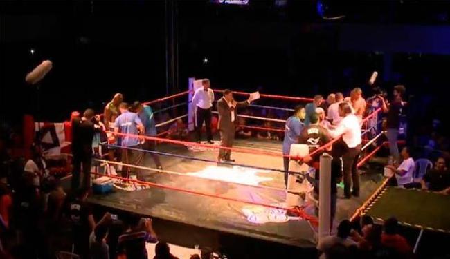 Lutadores sobrem pela quarta vez no ringue, em Recife, para tira-tema da rivalidade inicia em 1993 - Foto: Reprodução