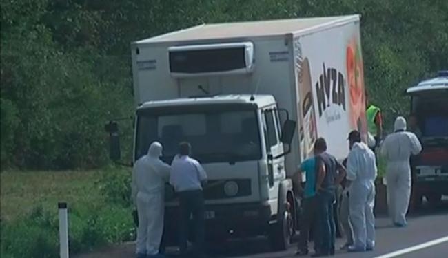 Vítimas estavam dentro de caminhão e suspeita-se que elas morreram sufocadas - Foto: Reprodução
