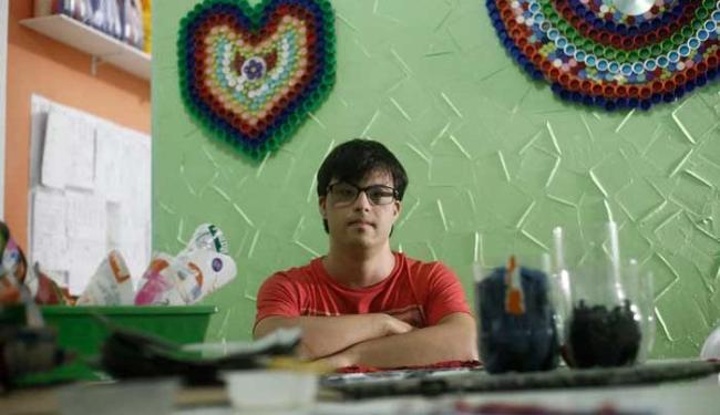 Gabriel foi obrigado a sair da escola regular por conta das dificuldades e ir para uma especializada - Foto: Raul Spinassé | Ag. A TARDE